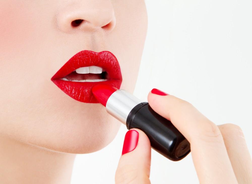 2-cuidado-muitos-cosmeticos-possuem-metais-pesados-como-o-chumbo-em-sua-composic%cc%a7a%cc%83o
