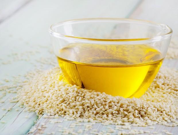 Sesame seeds . Selective focus